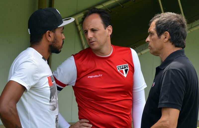 Alvaro deixa o São Paulo e segue para Argentina