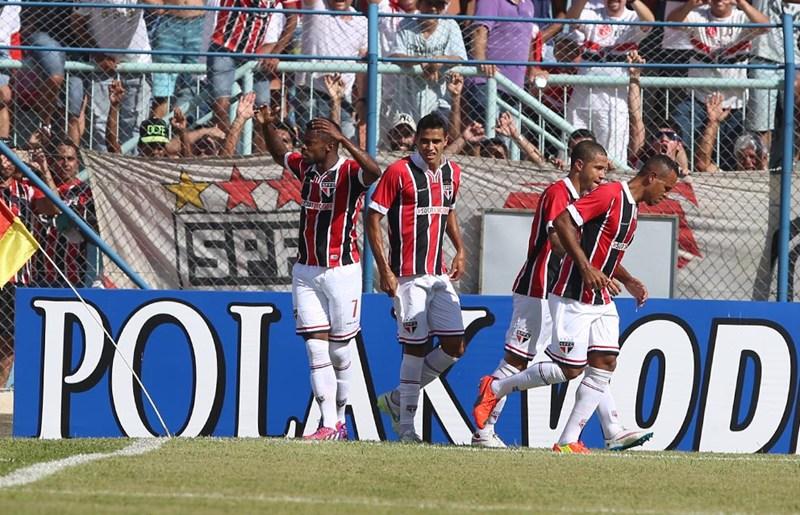 Atuações: Michel Bastos e Luis Fabiano comandam vitória tricolor - por bwarrior2