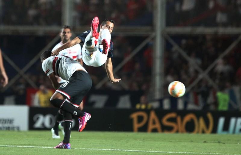 São Paulo perde, mas se mantém na frente do San Lorenzo