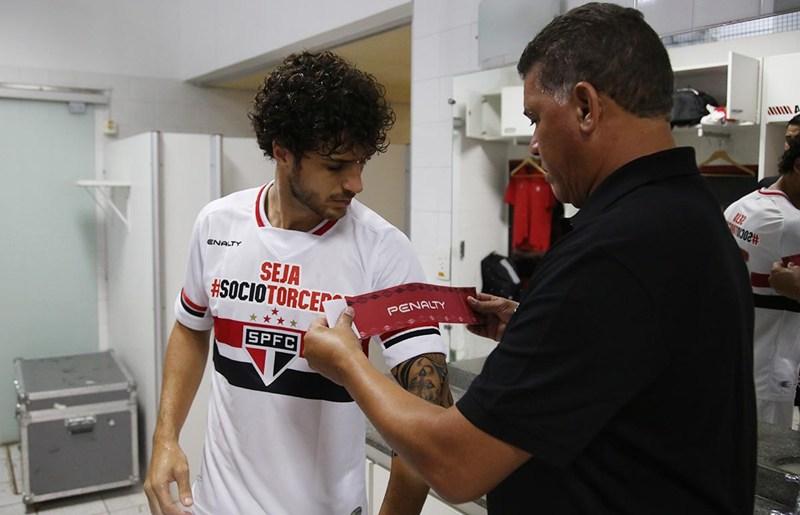 Hudson volta a sentir dores e preocupa para jogo da Libertadores