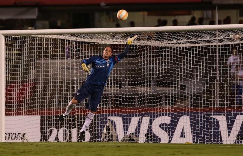 Com atuação dominante, São Paulo vence o clássico e avança na Libertadores
