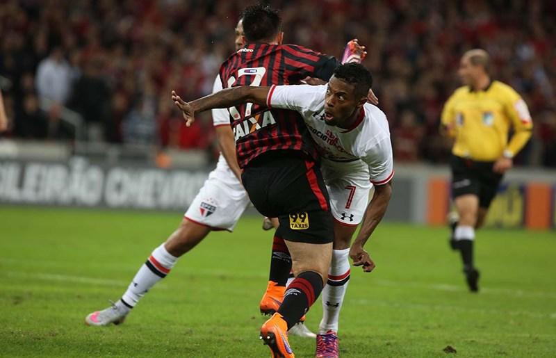 Diretoria não paga, time não ganha e o clube está à venda - por Cleber C. Oliveira