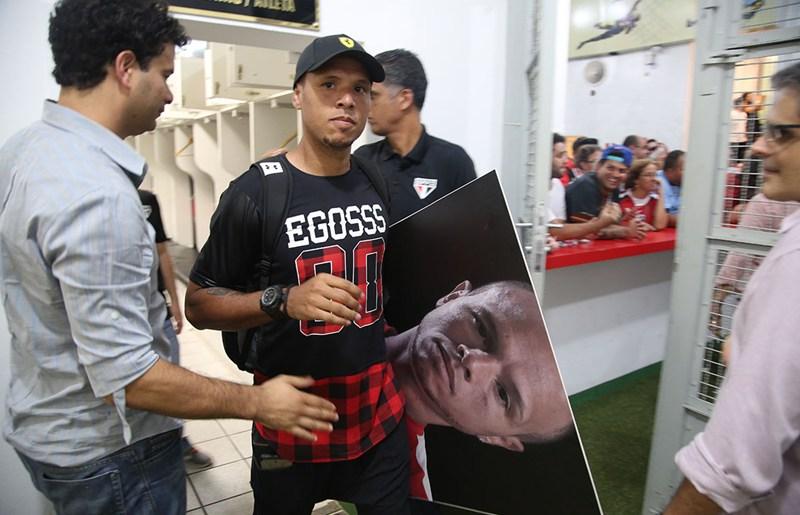 Luis Fabiano sofre lesão no joelho direito e não jogará mais pelo São Paulo