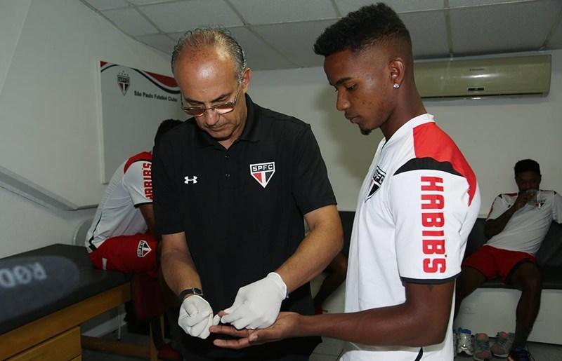 São Paulo: Primeiro dia de trabalho já tem treino com bola