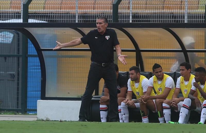Bauza aguarda recuperação, mas garante Calleri na Libertadores