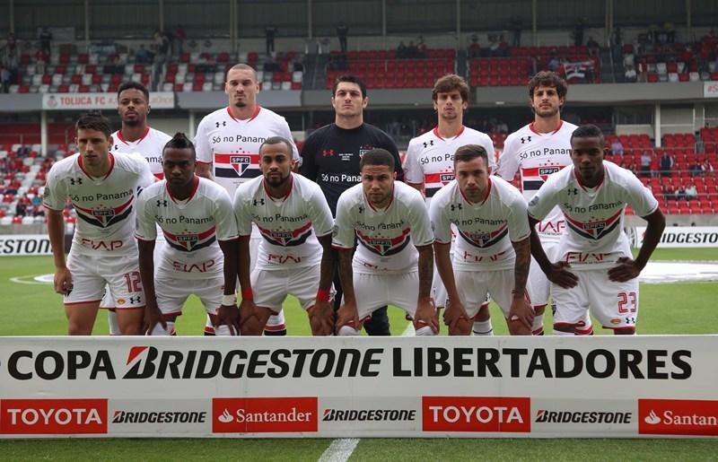 Em duelo nervoso, São Paulo elimina o Toluca no placar agregado