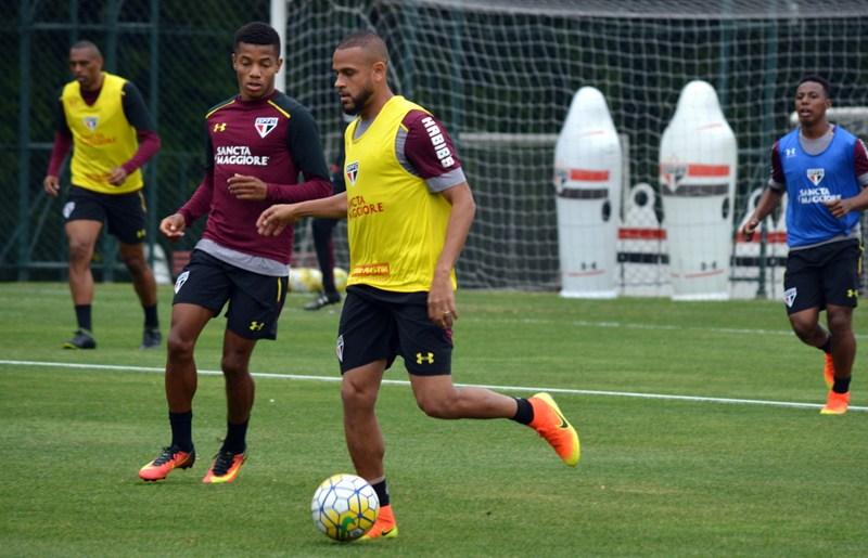 São Paulo: Na reapresentação, Renan Ribeiro é liberado para treinar com o grupo