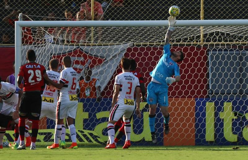 Rodrigo Caio lamenta derrota no Barradão