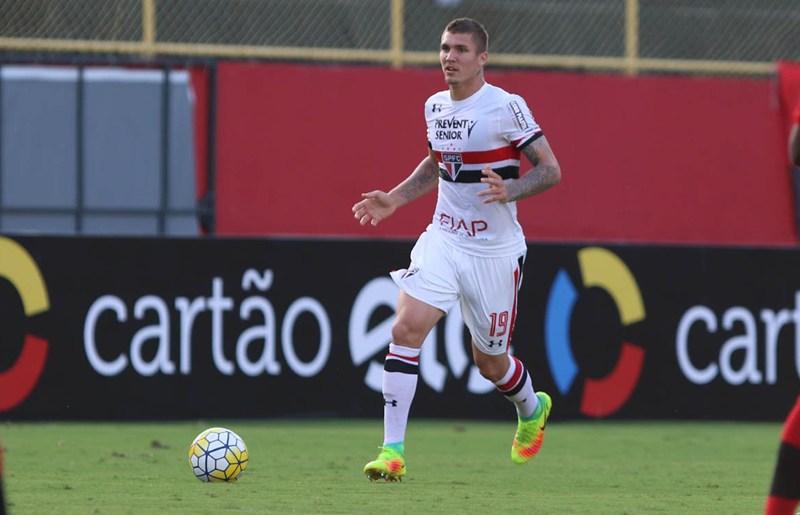 São Paulo chega a cinco gols contra no ano e Lyanco chora em campo