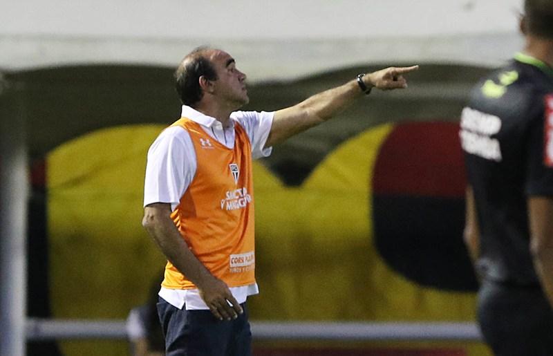Ricardo Gomes promete conversa para afastar o SP da zona de rebaixamento