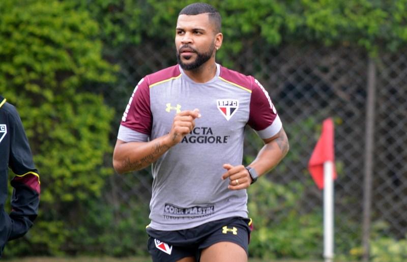 São Paulo: Breno é liberado para correr no campo