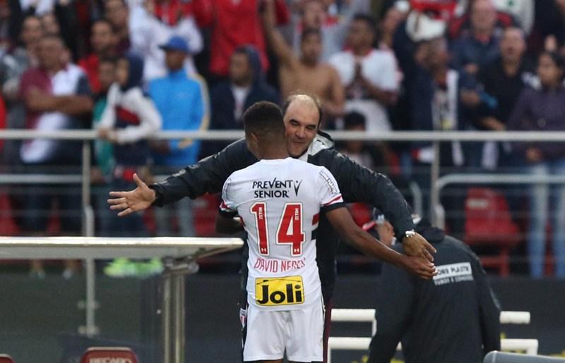 Ricardo Gomes exalta base do São Paulo para fazer David Neres brilhar