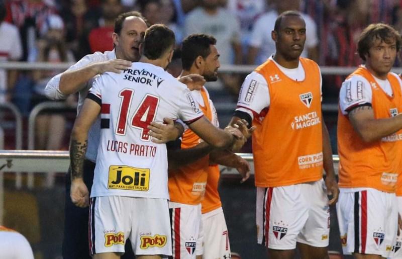 Rogério Ceni elogia Lucas Pratto, mas afirma: 'O Gilberto é especial para mim'