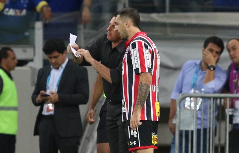 Ceni promete analisar Gilberto e Pratto no ataque