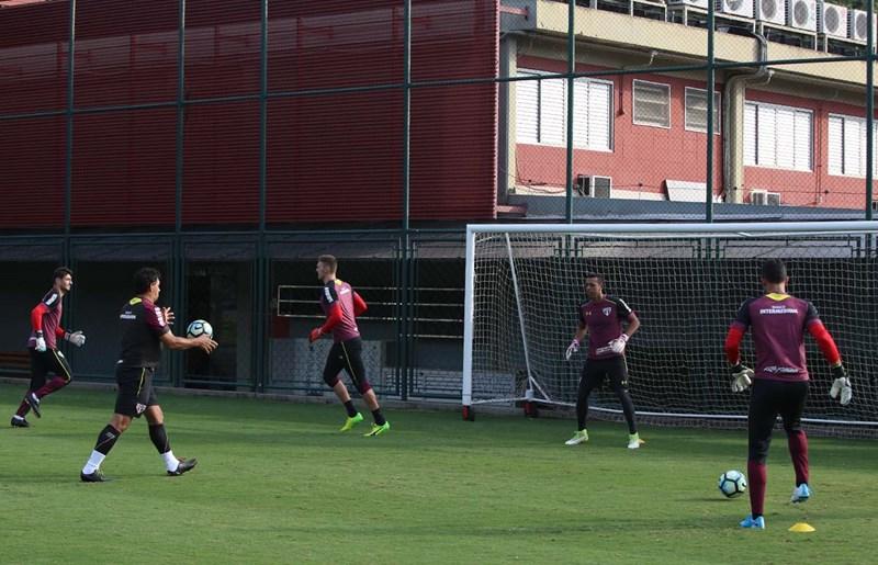 São Paulo: Tarde de jogo-treino e atividade técnica