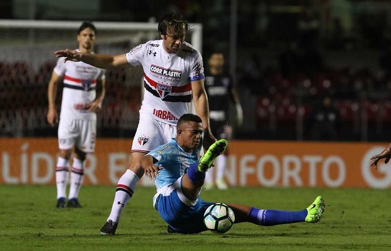 """Lugano celebra chance como titular e vitória em """"semana difícil"""""""