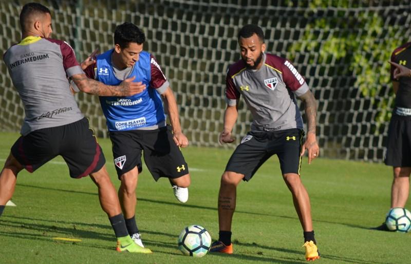 São Paulo: Reapresentação abre a semana para viagem ao Recife
