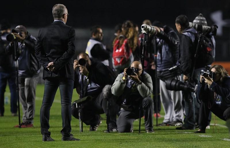 São Paulo empata com Atlético-GO na estreia de Dorival