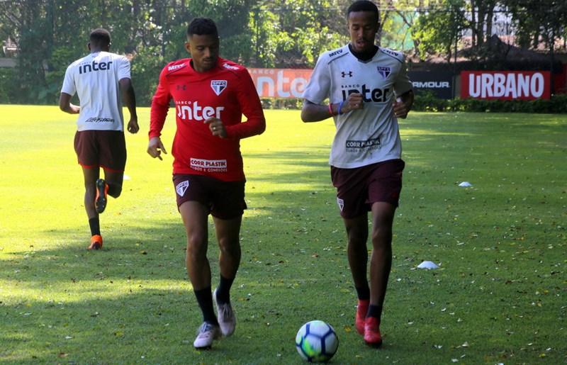 São Paulo: Reinaldo inicia transição para o campo