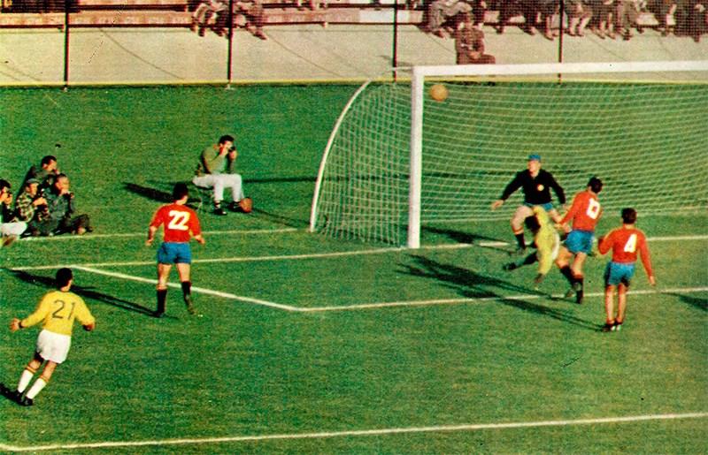 Momento do jogo de Brasil e Espanha