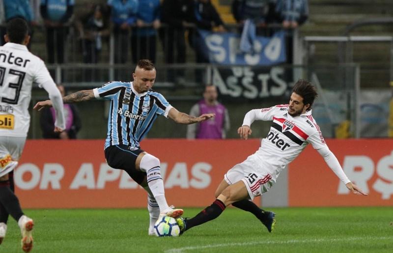 54c68a92cb São Paulo é derrotado de virada na Arena do Grêmio - SPFC