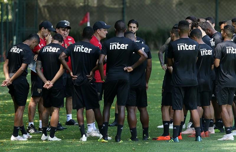 São Paulo: Com foco no clássico, Aguirre comanda treino tático