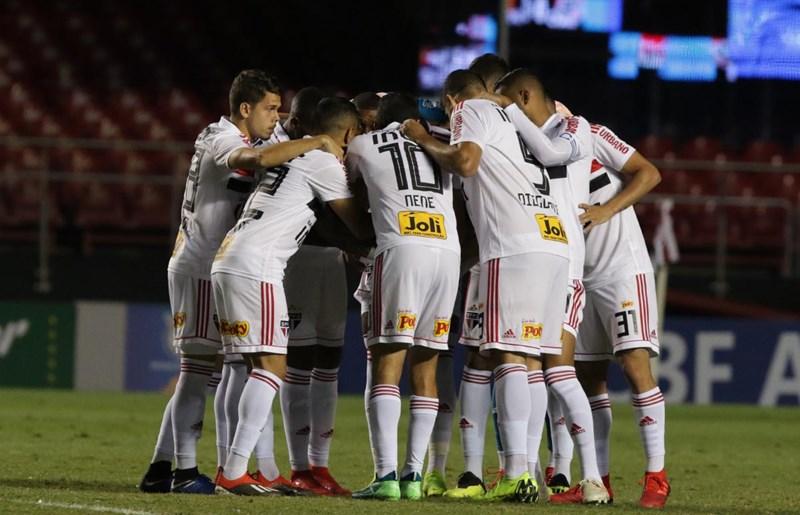 São Paulo e Sport se enfrentaram na noite desta segunda-feira (26), no Morumbi, pela penúltima rodada do Brasileiro