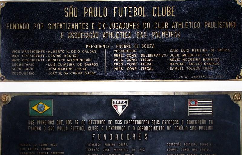 A placa da fundação em 1930, atualmente no Memorial do São Paulo
