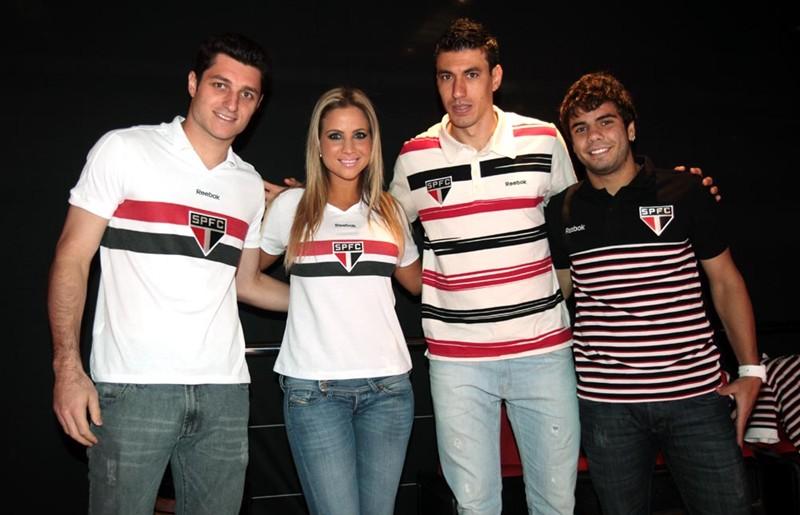 ca0c7470f06bd São Paulo e Reebok lançam coleção de moda casual. Modelos seguem inspiração  retrô e trazem pólos e t-shirts com resgate de cores e designs históricos