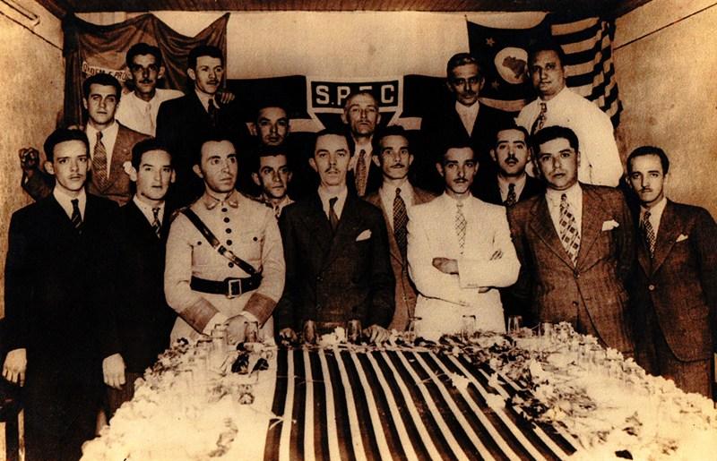 José Porphyrio da Paz, de farda, na inauguração da Sede do São Paulo, em 1936