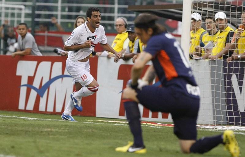 Resultado de imagem para São Paulo vence o Corinthians por 3 a 1, com gols de Maicon e Douglas