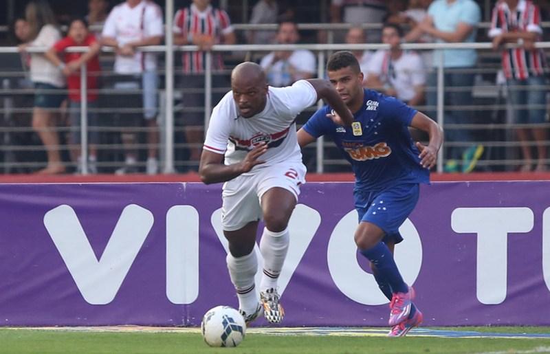 """Treinador são-paulino aponta Edson Silva como """"craque do jogo"""""""