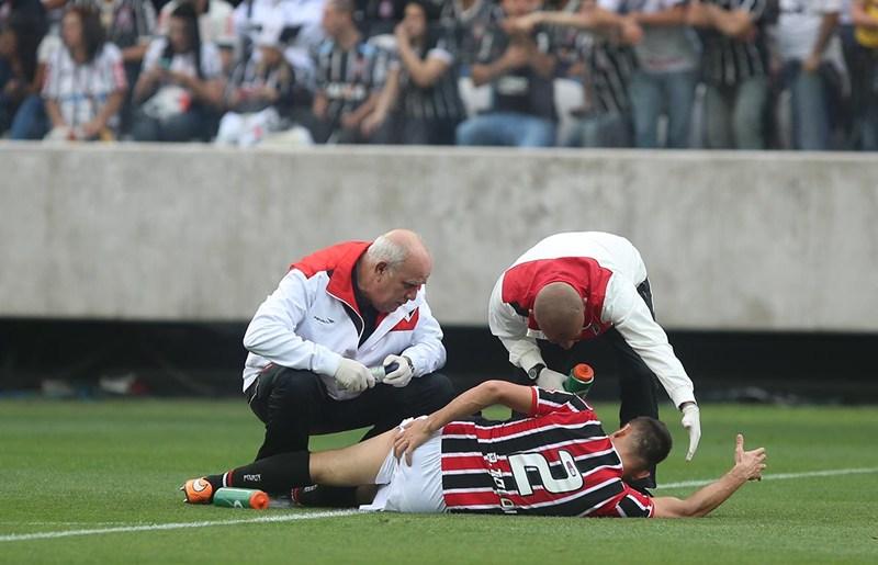 Rafael Toloi tem estiramento confirmado; Ceni faz tratamento